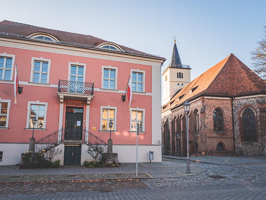 Rathaus mit Kirche Landesgartenschau Beelitz in Brandenburg