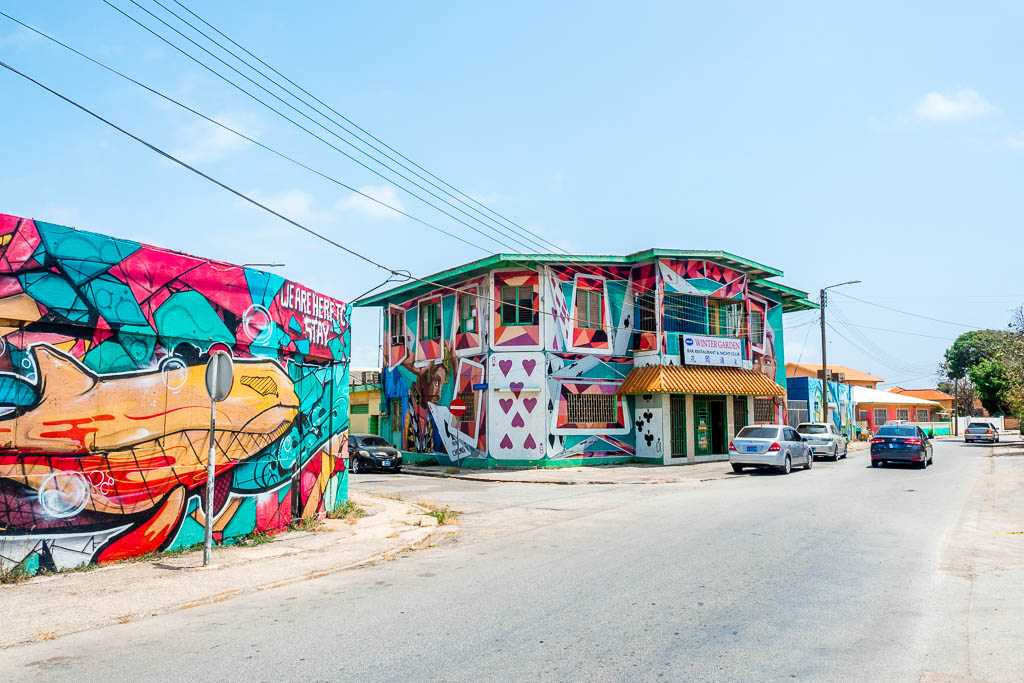 Kartenhaus Street Art in San Nicolas