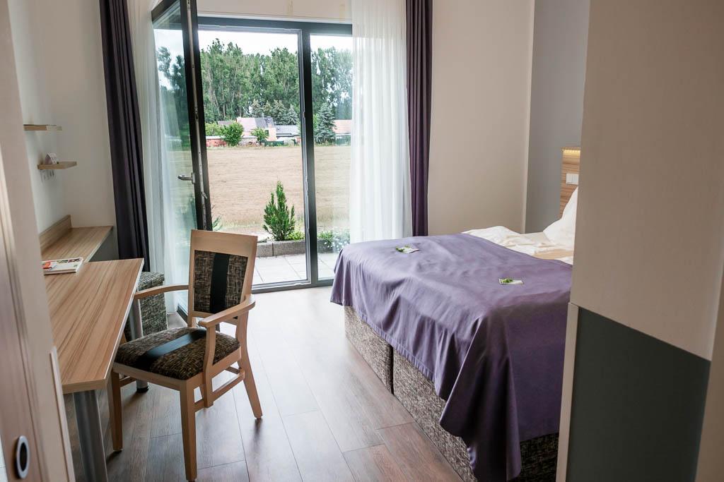 Hotelzimmer im Flair Hotel Reuner mit Blick aufs Feld in Zossen (Brandenburg)
