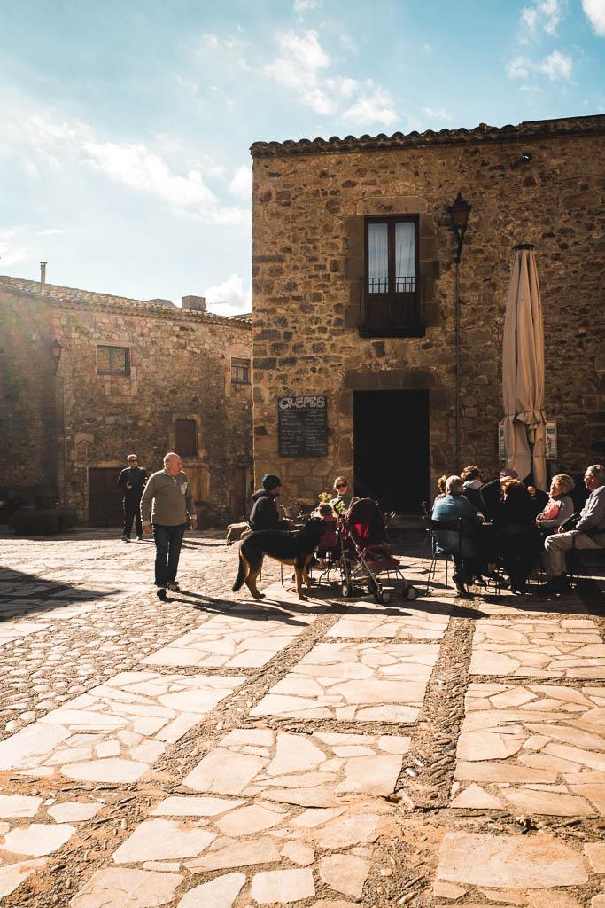 Marktplatz von Pals in Katalonien
