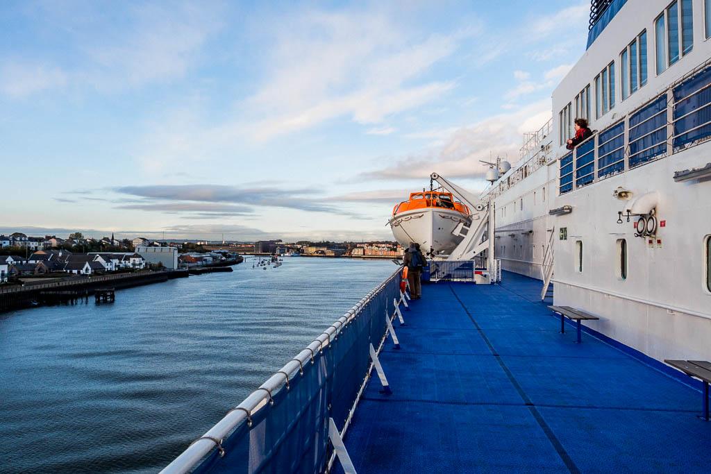Blick von der Fähre Princess Seaways auf den Hafen von Newcastle