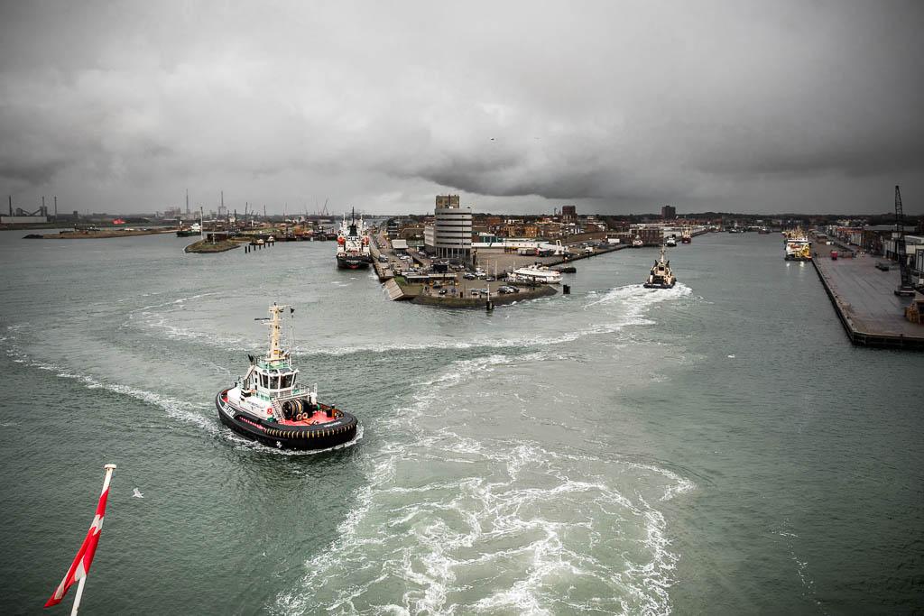 Blick von der Fähre Princess Seaways auf den Hafen von Amsterdam IJmuiden