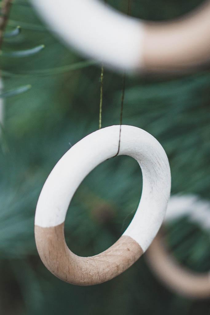 DIY selbst gemachte stabile Anhänger für Weihnachten aus Gardinenringen