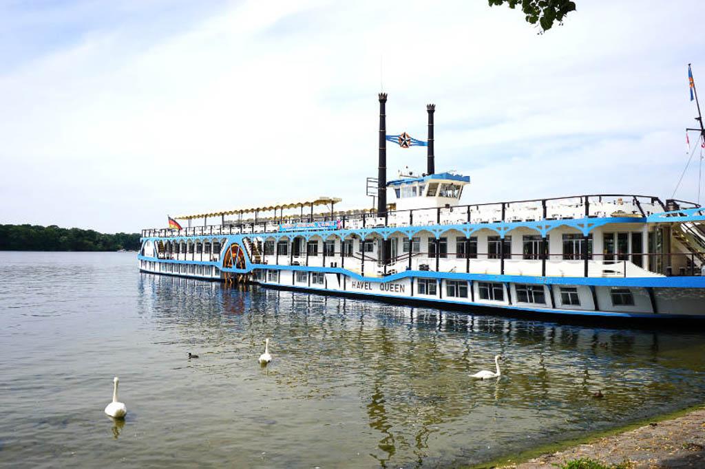 Dampferfahren in Berlin im Sommer