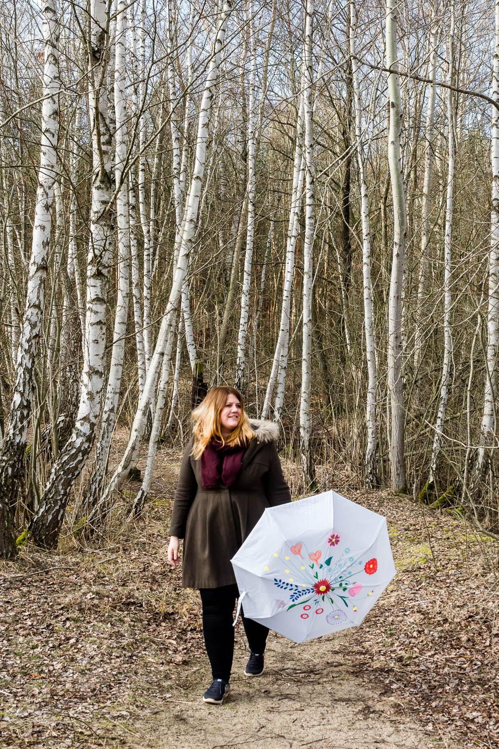 Regenschirm mit Blumen bemalen DIY Bastelanleitung