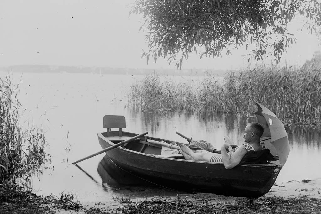 Mann im Boot Foto von Marie Goslich