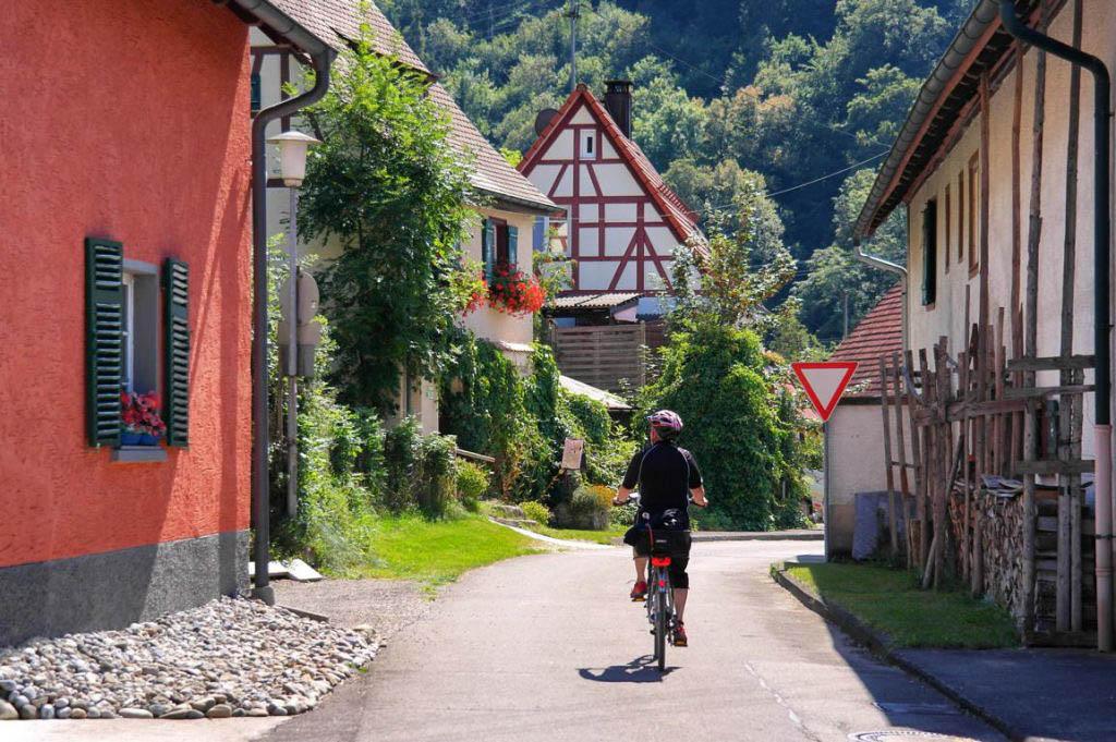 Radfahren Das Große Lautertal auf der Schwäbischen Alb Ausflug im Sommer