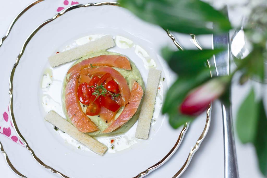 "Rezept Räucherlachs ""Pfeffer Ahornsirup"" mit Avocado-Mousse"