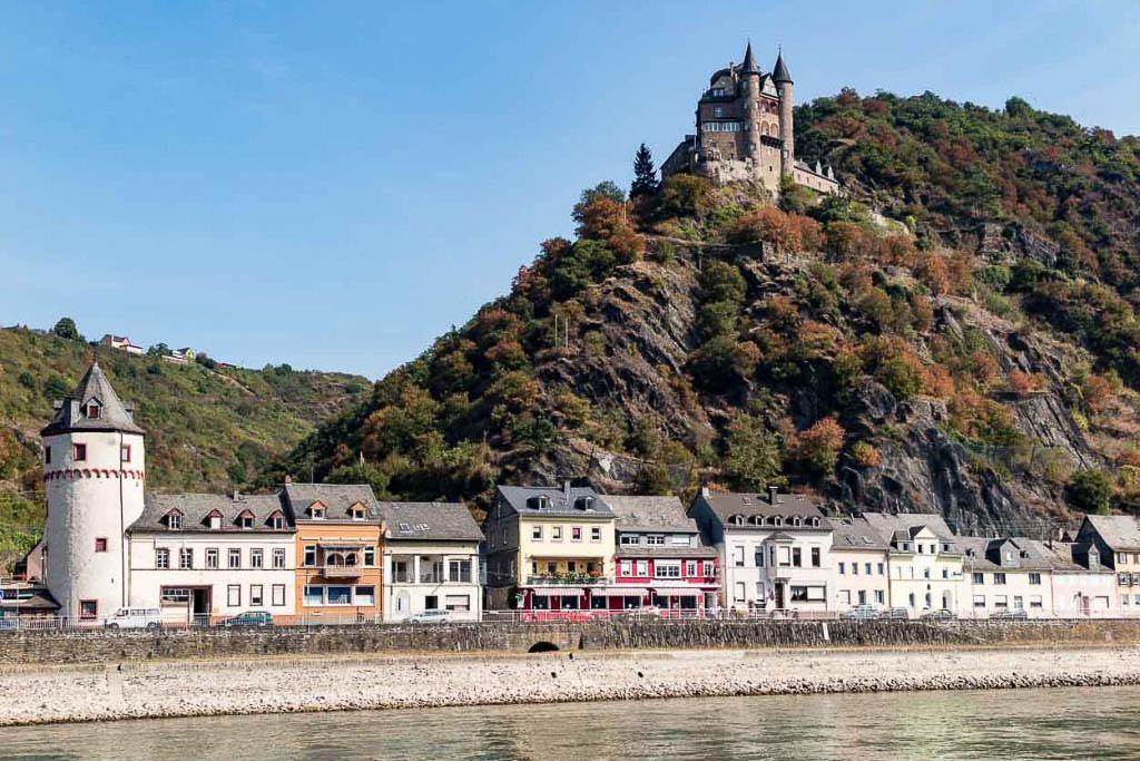Schiffstour auf dem Mittelrhein in Rheinland-Pfalz Ausflug im Sommer