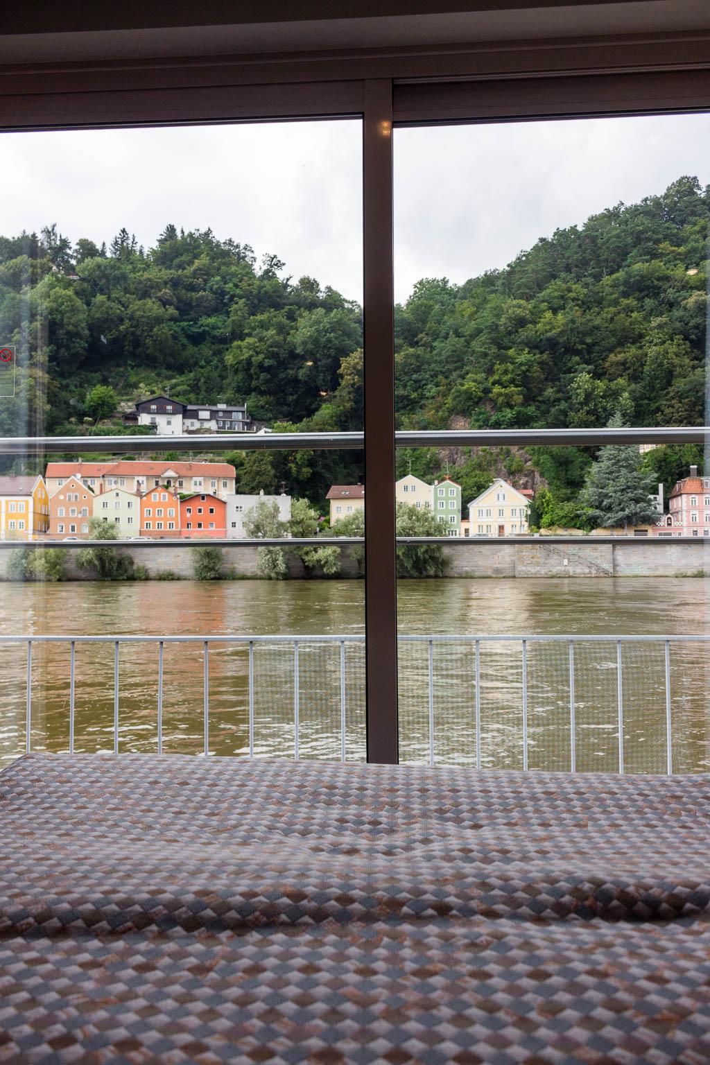 Ausblick aus der Kabine: Flusskreuzfahrt Main-Donau-Kanal: Von Passau nach Frankfurt am Main mit der MS BELVEDERE