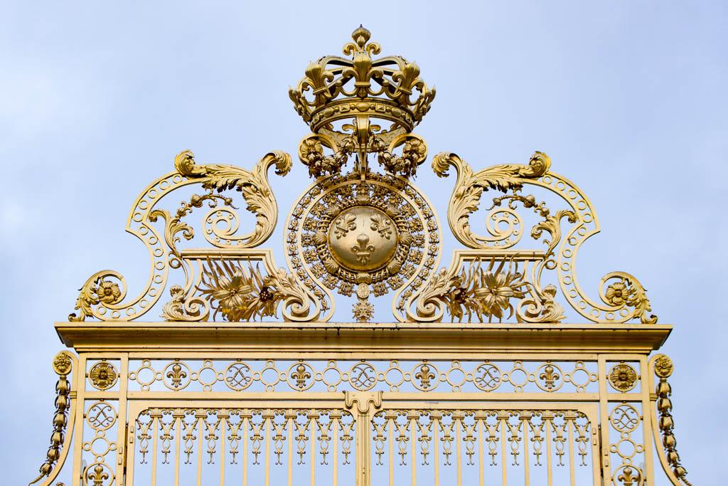 Allein auf dem Schlossplatz Versailles am morgen 12 Sehenswürdigkeiten und Tipps für eine Reise nach Versailles