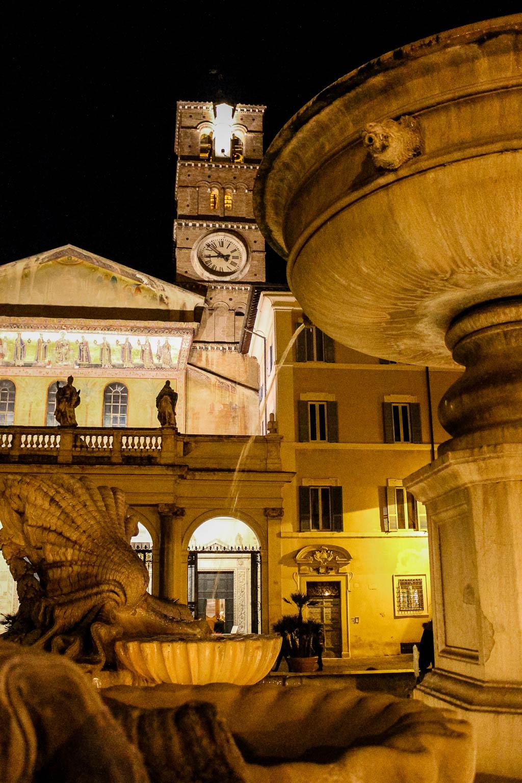 Fontana die Santa Maria Trastevere bei Nacht: Urlaub in Rom
