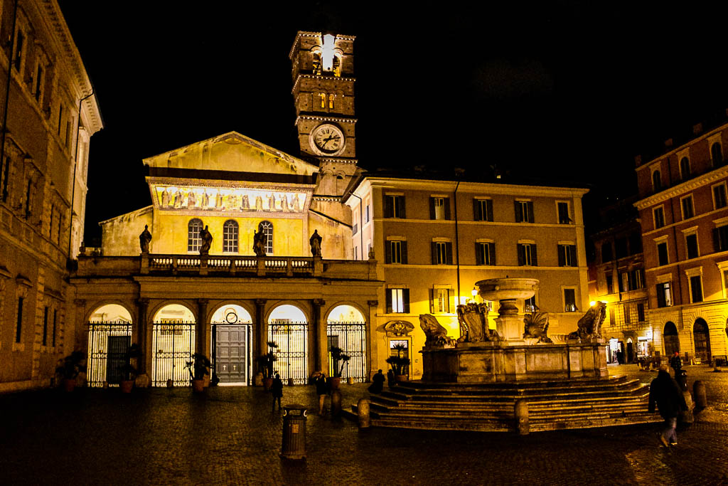 Kirche Santa Maria Santa Maria in Trastevere bei Nacht: Urlaub in Rom