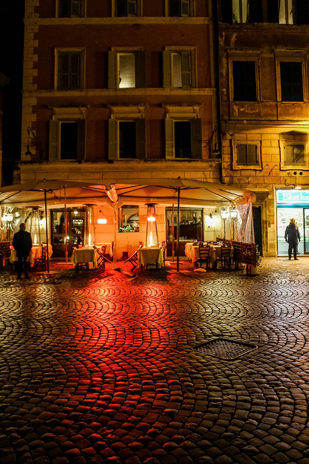 Trastevere bei Nacht: Urlaub in Rom