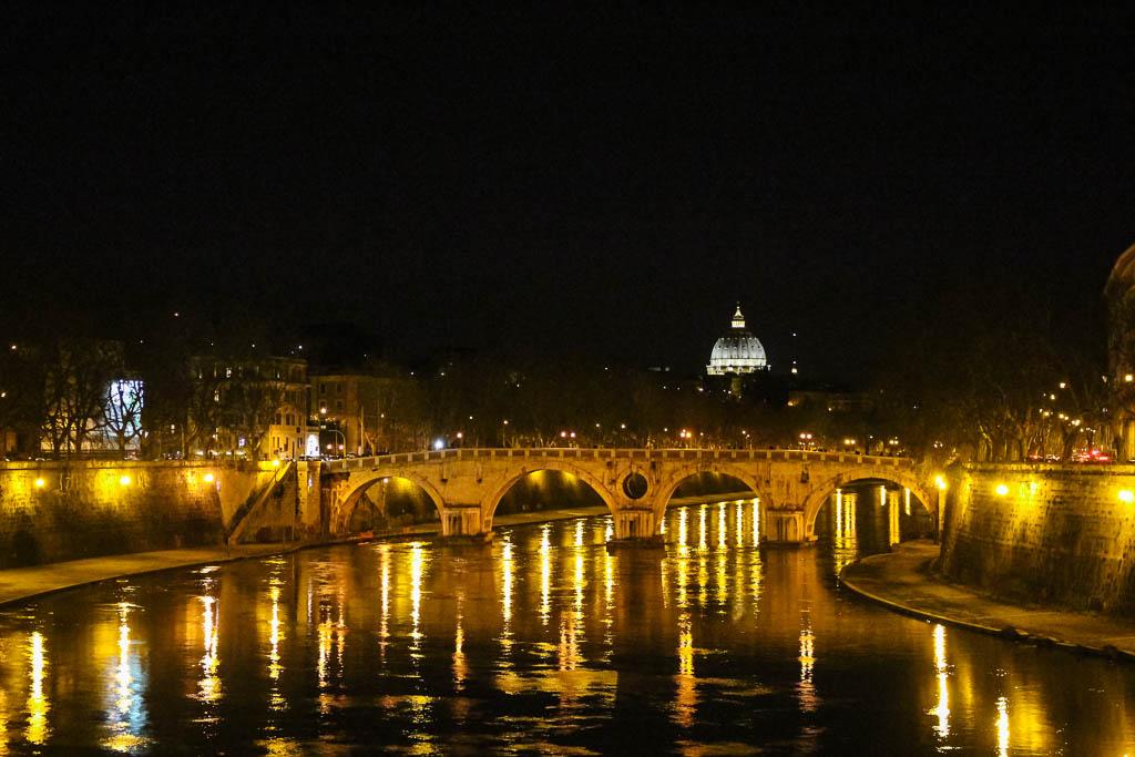 Blick auf Petersdom vom Ponte Garibaldi