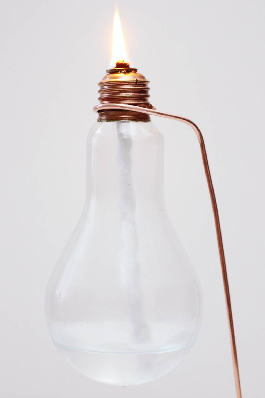 Upcycling Idee: Öllampe aus einer alten Glühbirne basteln