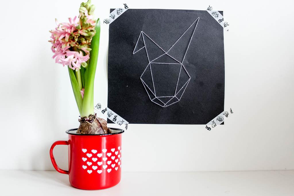 Gestickter geometrischer Hase: Dekoration für Ostern
