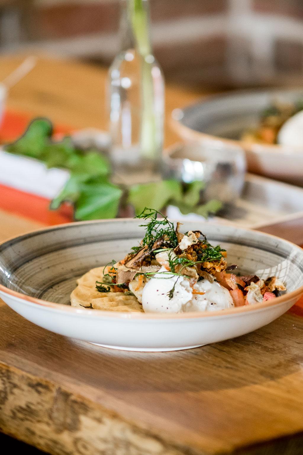 Rezept für Burrata auf gegrilltem Wintergemüse und Majoranwaffel Restaurant in Werder: Landgasthof Jüterbog in Brandenburg
