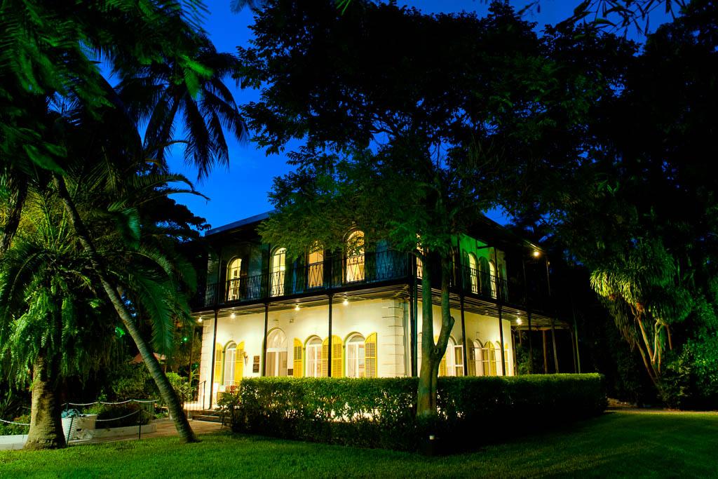 Hemingway Haus bei Nacht (c) Rob O'Neal