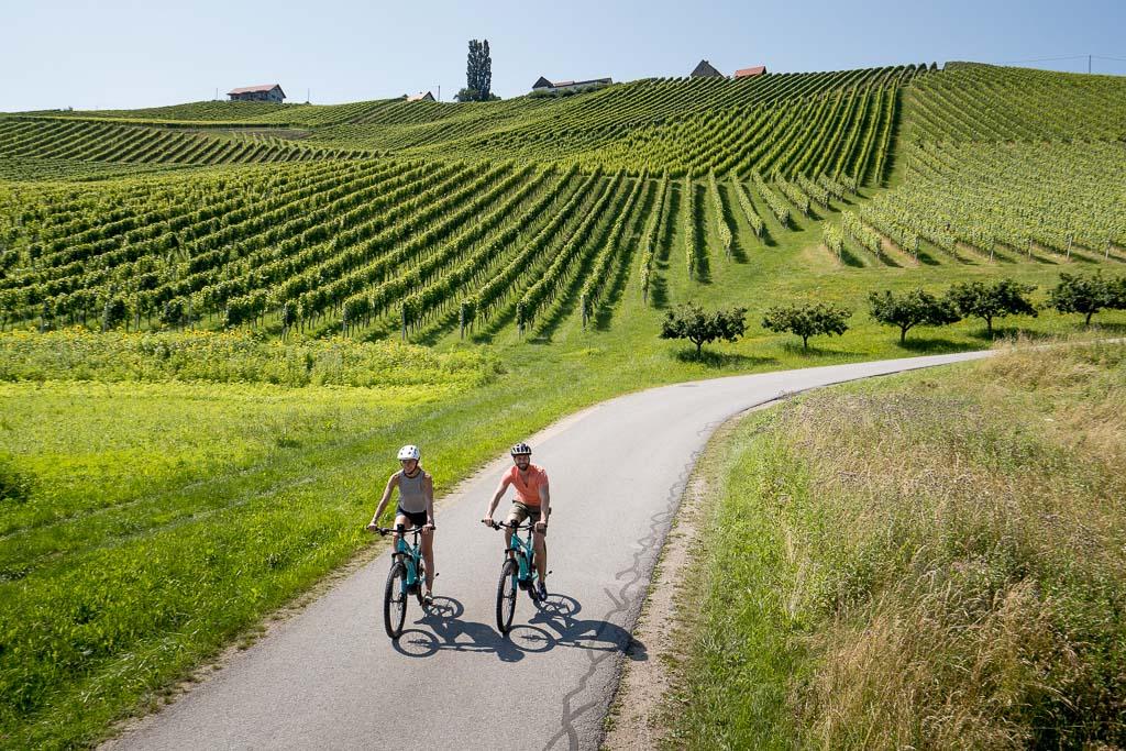 Fahrradfahren auf der Weinstraße in der Steiermark (c) Tom Lamm
