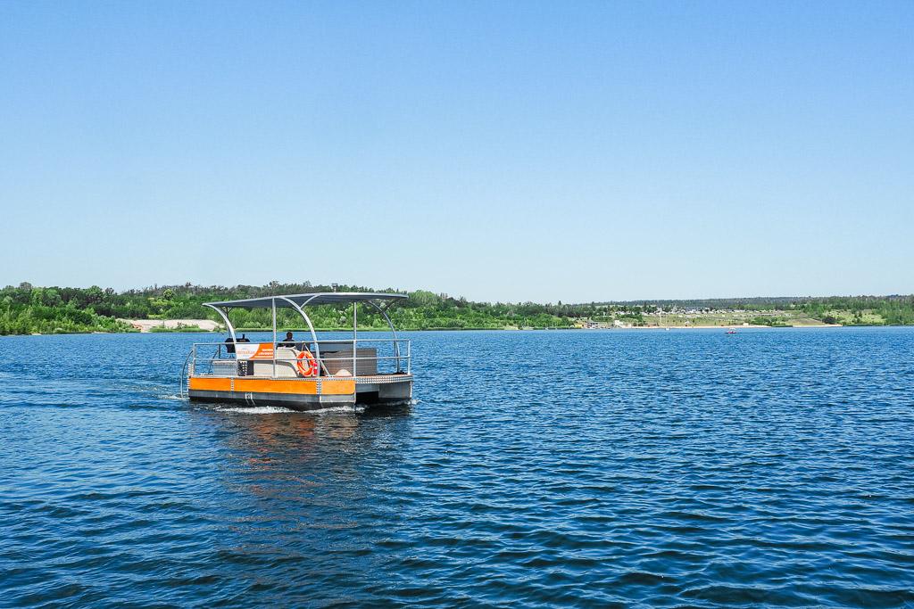 Saale-Unstrut Region Grillboot auf dem Geiseltalsee