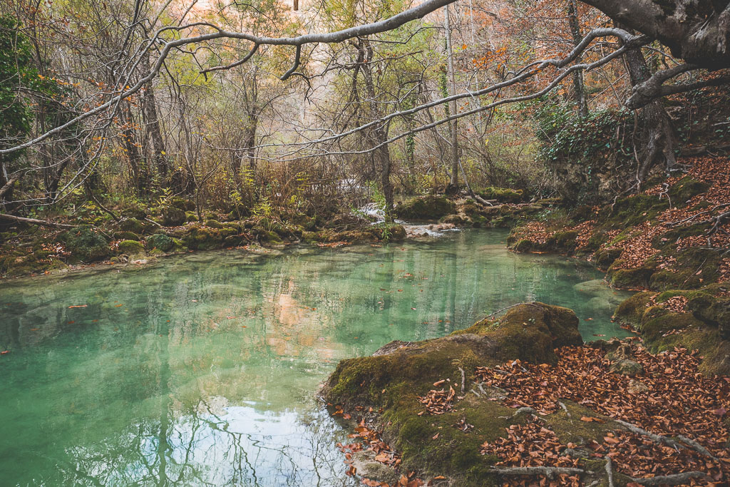 Wandern im Nationalpark Nacedero Urederra Baquedano in der Navarra in Spanien